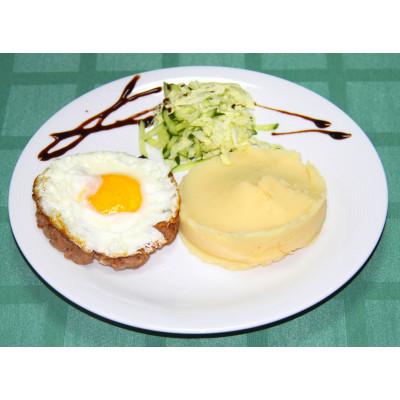 Бифштекс из свино-говяжьего фарша с яйцом (офис)